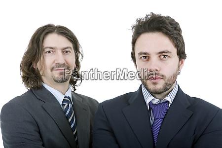zwei junge geschaeftsleute portraet auf weiss