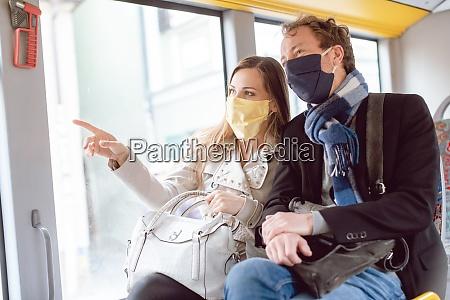 paar, im, Öpnv-bus, trägt, masken - 28963879