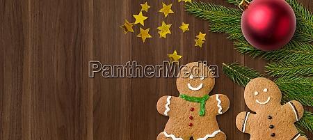 lebkuchen maenner und weihnachtsdekorationen und kopierraum