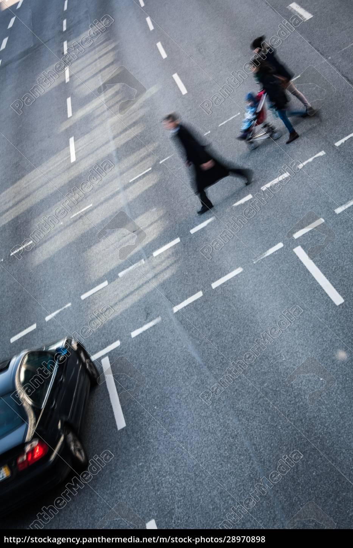 city-geschäftsleute, überqueren, eine, straße, -, bewegung - 28970898
