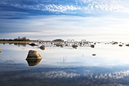 himmelsreflexion im meer