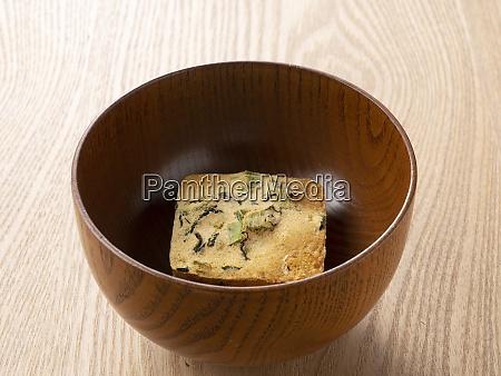 getrocknete miso suppe in einer schuessel