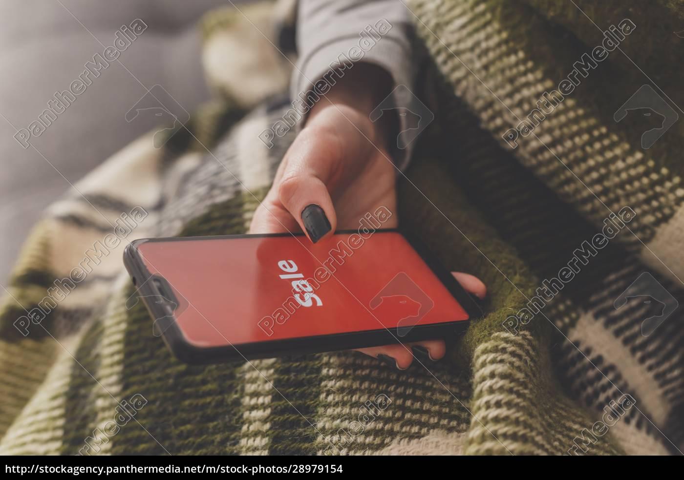 verkauf, auf, dem, telefonbildschirm., frau, hält - 28979154