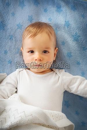 einjaehriges baby im bett