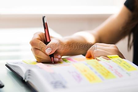 kalenderzeitplan und organizer agenda eventplanung