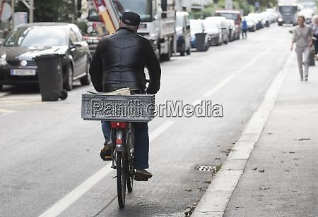radweg fuer fahrradfahren umweltfreundliche mobilitaet und