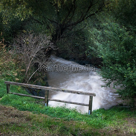 wasserstrom verursacht hochwasser im burgenland