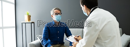 arzt mit senior patient leben zu