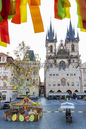 osterdekoration auf dem altstadtplatz prag tschechische
