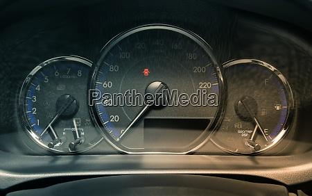 auto dashboard und tuer oeffnen signal