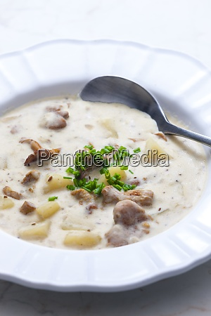 cremige kartoffelsuppe mit pilzen