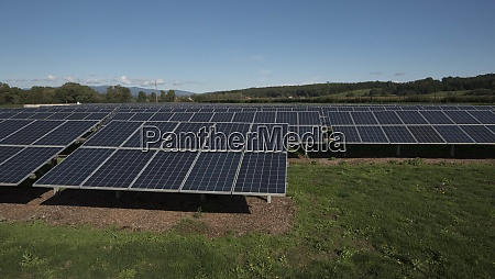 solarkollektorfeld und photovoltaik zur erzeugung nachhaltiger
