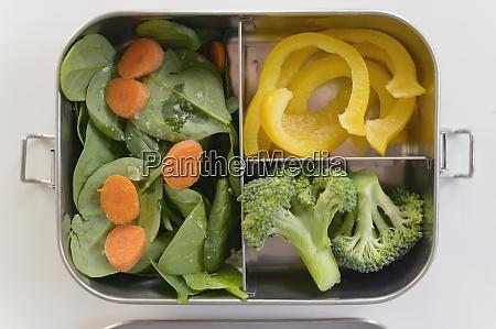 frisches gemuese in der lunchbox