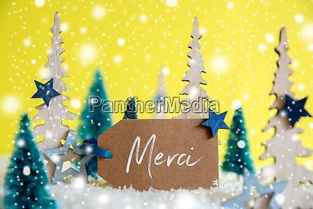 weihnachtsbaeume schneeflocken gelber hintergrund etikett merci