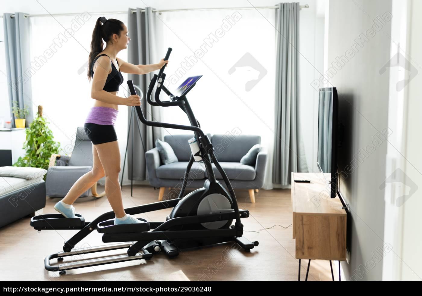 frau, training, auf, elliptische, trainer, online - 29036240