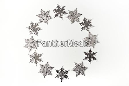 silber weihnachten ornament schneeflocke auf weissem