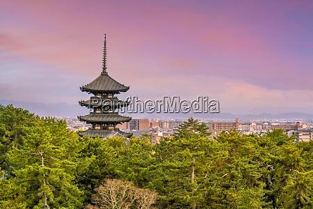 fuenfstoeckige pagode kofukuji tempel in nara