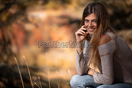 pretty girl im herbstpark