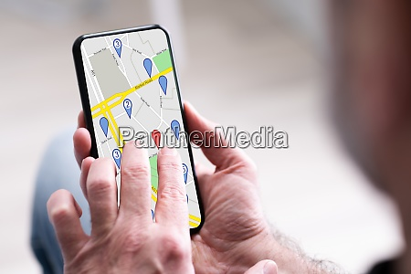 person es hand mit gps navigation
