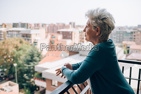 schief denken kontemplation kaukasische ethnizitaet senior