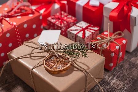 handgemachte, gewickelt, weihnachts-geschenk-boxen, auf, feiern, hintergrund. - 29088363