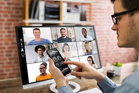 anzeigen des kpi dashboards in videokonferenzbesprechungsanruf