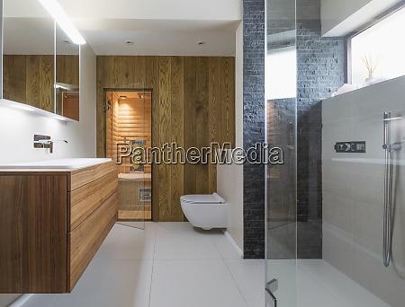 modernes haus schaufenster badezimmer
