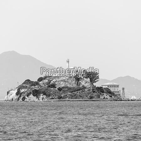 waterfront mit alcatraz island im hintergrund