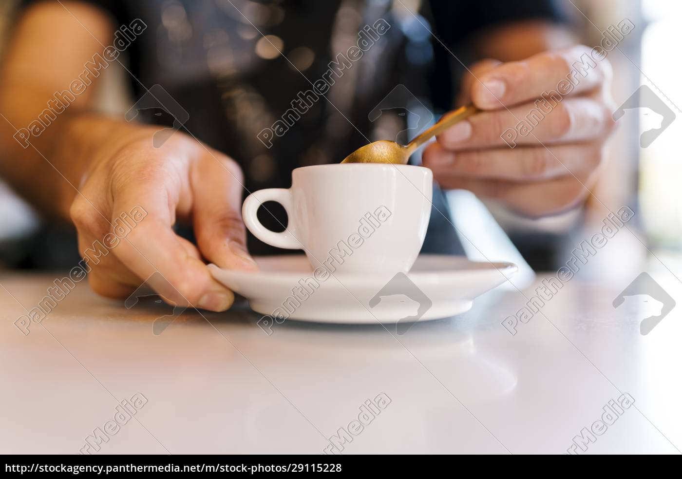 male, barista, with, coffee, cup, at - 29115228