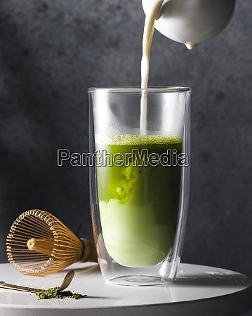 vorbereitung von matcha latte