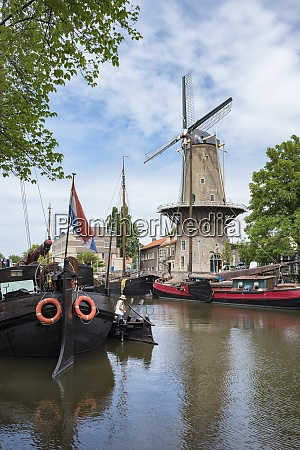 netherlands, , gouda, , harbor, with, traditional, sailing - 29116077