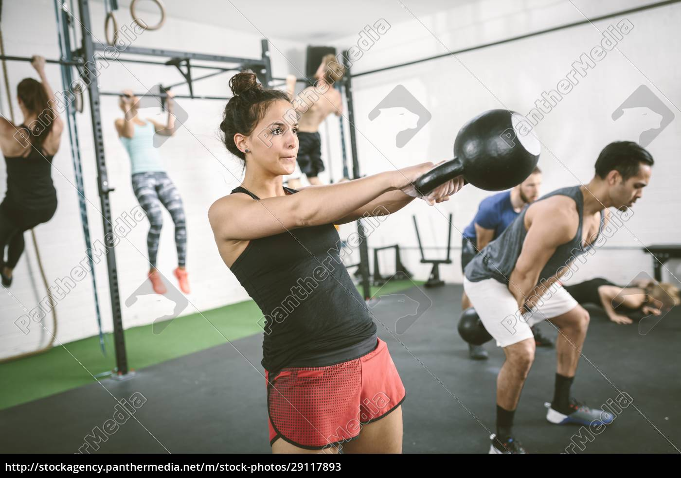 people, in, gym, training, with, kettle - 29117893