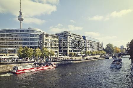 deutschland berlin blick auf die uferpromenade