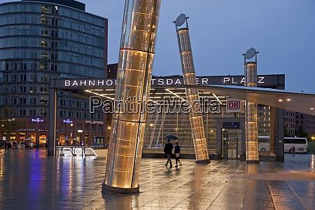 deutschland berlin bahnhof und lampen am
