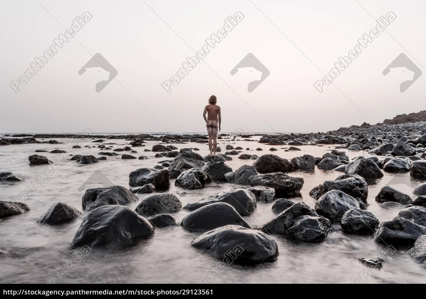 lanzarote, rückansicht, des, nackten, mannes, der, auf, playa - 29123561