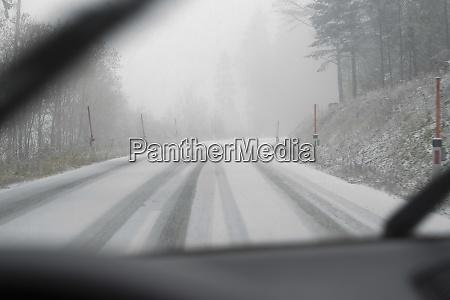 auto und schnee im winter