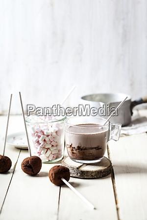 heiße, schokolade, mit, trüffeln, und, marshmallows - 29125441