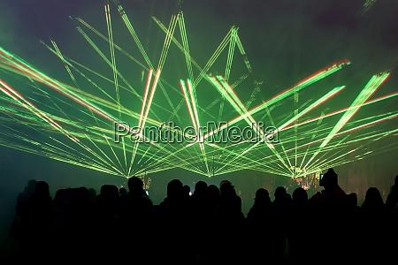 nacht lasershow mit publikum