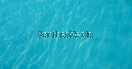 blaue wasserwelle im schwimmbad