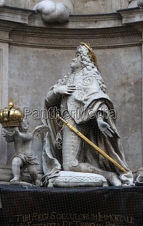 statue von kaiser leopold betet pestdenkmal