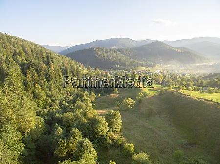 luftaufnahme der great green ridge wooded