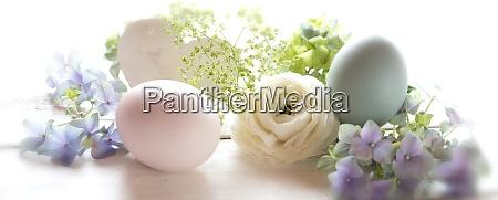 pastellfarbenes osterstillleben