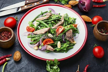 fleischsalat mit spargelbohnen und tomaten