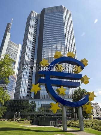 skytower der europaeischen zentralbank ezb und