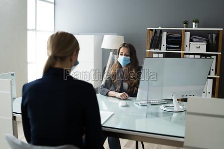 versicherungsberater oder rechtsanwalt in bank mit