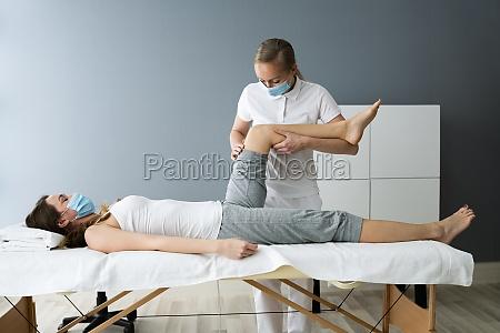 knieverletzung reha massage und physiotherapie