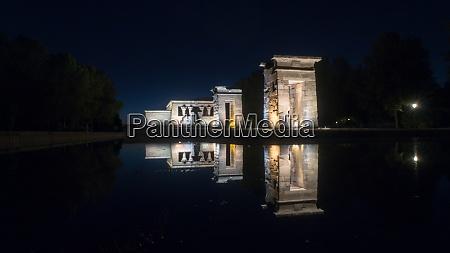 tempel von debod bei nacht madrid