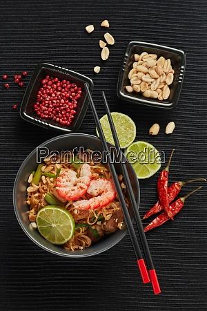 pad thai thai essen gebratene reisnudeln