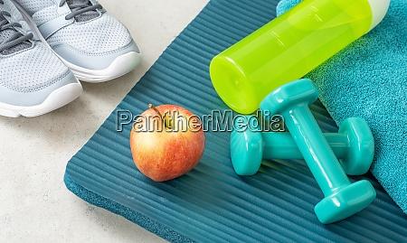 sport und fitnessgeraete nahaufnahme