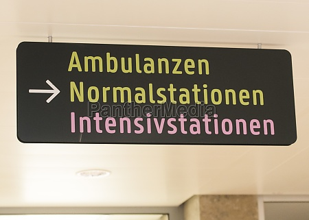 intensivstation schild in einem krankenhaus